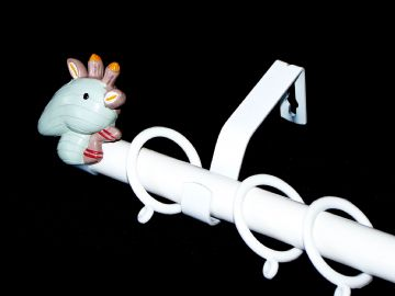 1.2m - 2.1m Extendable Curtain Pole with GIRAFFE Finials